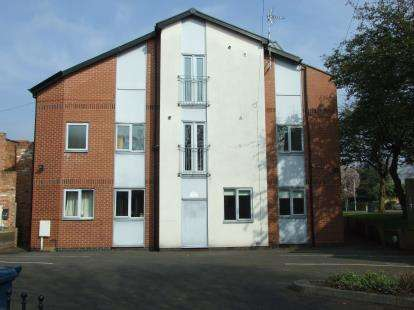 2 Bedrooms Flat for sale in Thraves Place, Main Road, Radcliffe-On-Trent, Nottingham