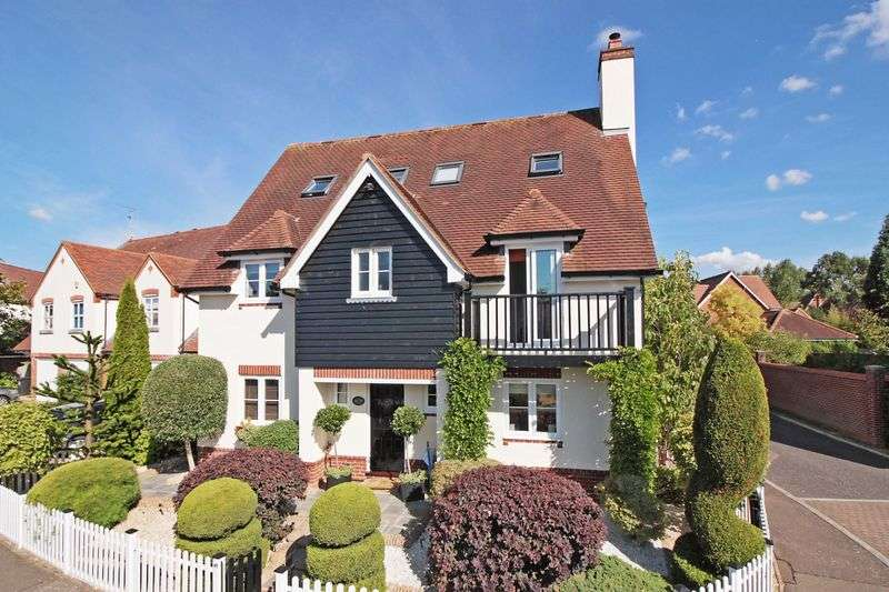 6 Bedrooms Detached House for sale in Fallow Fields, Loughton