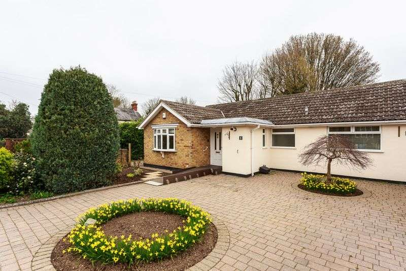 3 Bedrooms Detached Bungalow for sale in The Retreat, Englefield Green