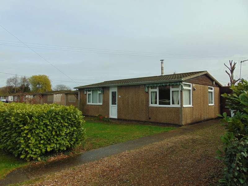 2 Bedrooms Detached Bungalow for sale in Green Road, Upwell, Wisbech, Cambs, PE14 9HS