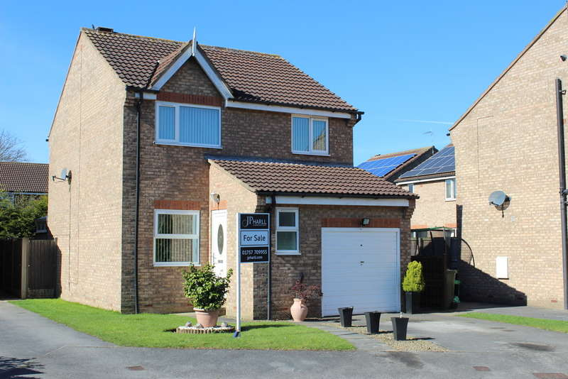 3 Bedrooms Detached House for sale in Old Farm Way, Brayton, Selby