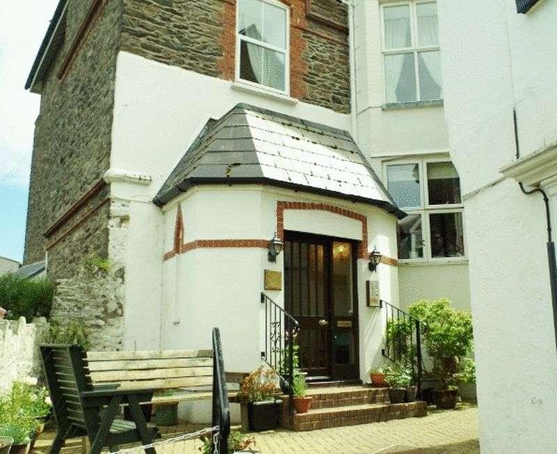 1 Bedroom Flat for sale in Castle Hill, Lynton