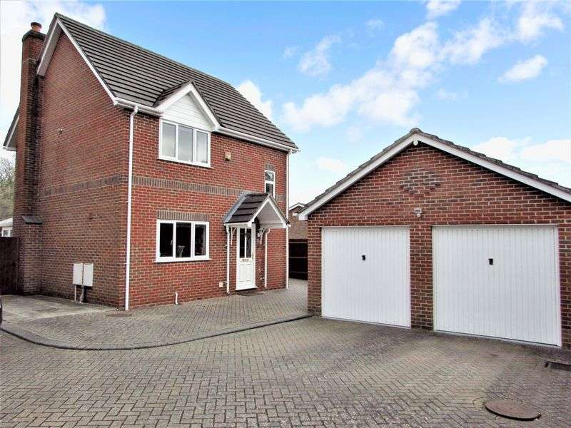 3 Bedrooms Detached House for sale in Rays Close, Tadley