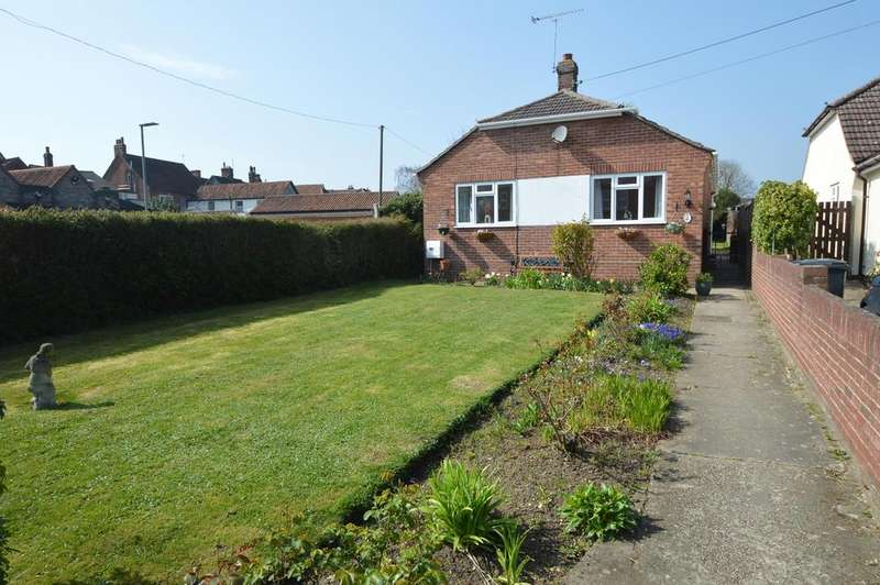 2 Bedrooms Detached Bungalow for sale in Queens Road, Earls Colne, Colchester CO6