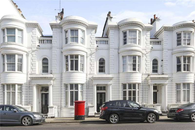 4 Bedrooms Flat for sale in Gloucester Terrace, London, W2