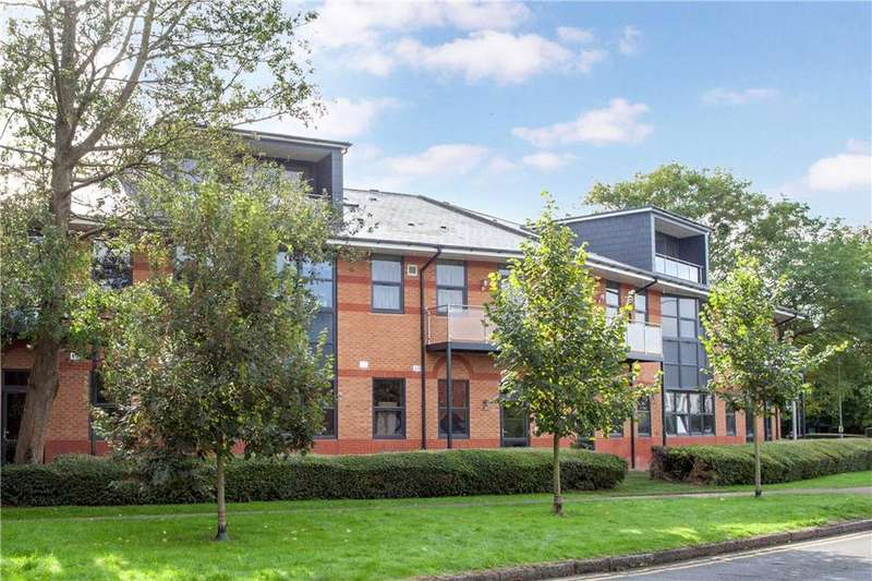 2 Bedrooms Flat for sale in Riverside House, Furlong Road, Bourne End, Buckinghamshire, SL8