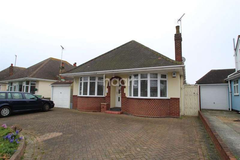 3 Bedrooms Detached House for sale in Douglas Road, Clacton-on-Sea