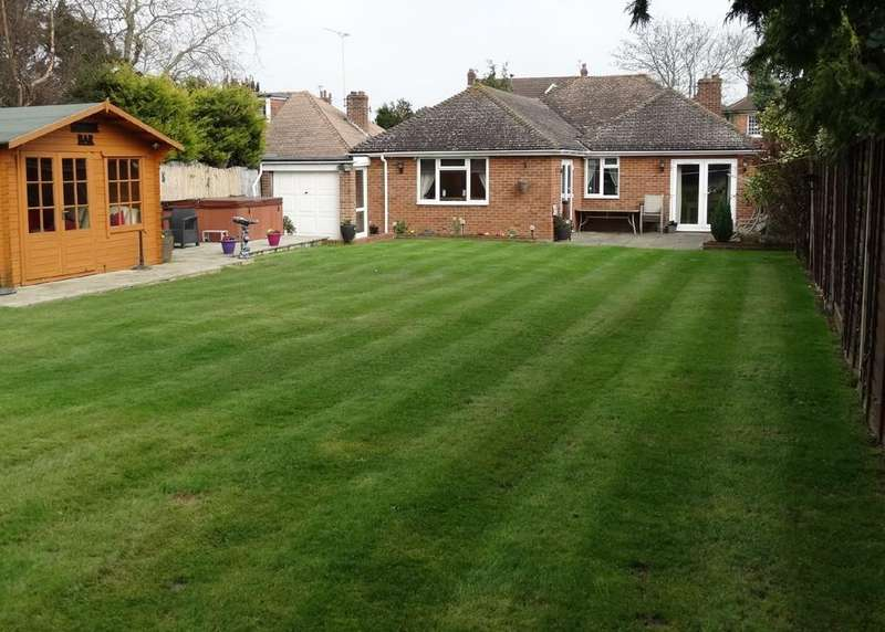 4 Bedrooms Detached Bungalow for sale in Staplehurst, Kent