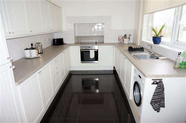 3 Bedrooms Terraced House for sale in Penparc, TUMBLE, Llanelli