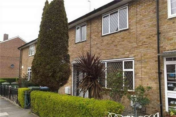 3 Bedrooms Terraced House for sale in Tickford Close, London