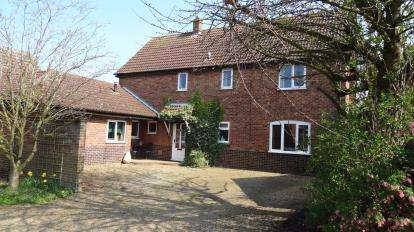 4 Bedrooms Detached House for sale in Banham, Norwich, Norfolk