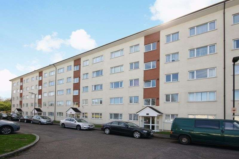 2 Bedrooms Flat for sale in Byron Way, Northolt