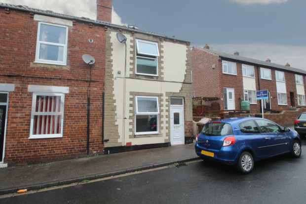 3 Bedrooms Property for sale in Gladstone Street, Pontefract, West Yorkshire, WF7 6LU