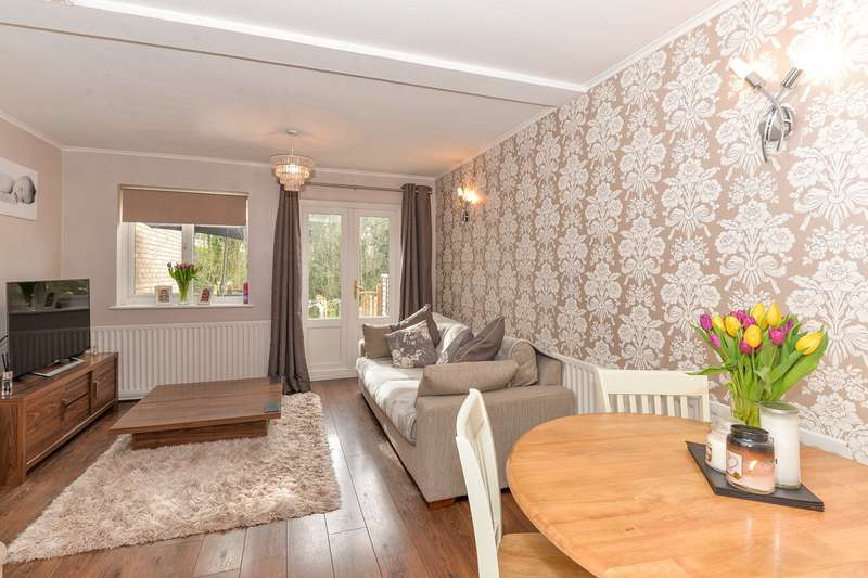 2 Bedrooms Terraced House for sale in Shepherd Close, Royston, SG8
