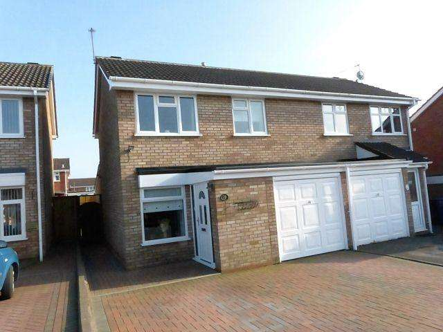 3 Bedrooms Semi Detached House for sale in Harebell Close,Cannock,