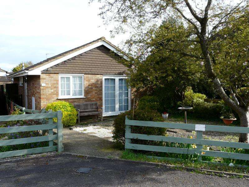 2 Bedrooms Bungalow for sale in Bulpit Lane, Hungerford, RG17