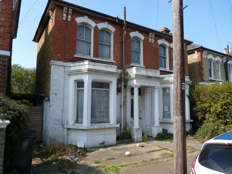 3 Bedrooms Detached House for sale in Gladstone Road, Broadstairs