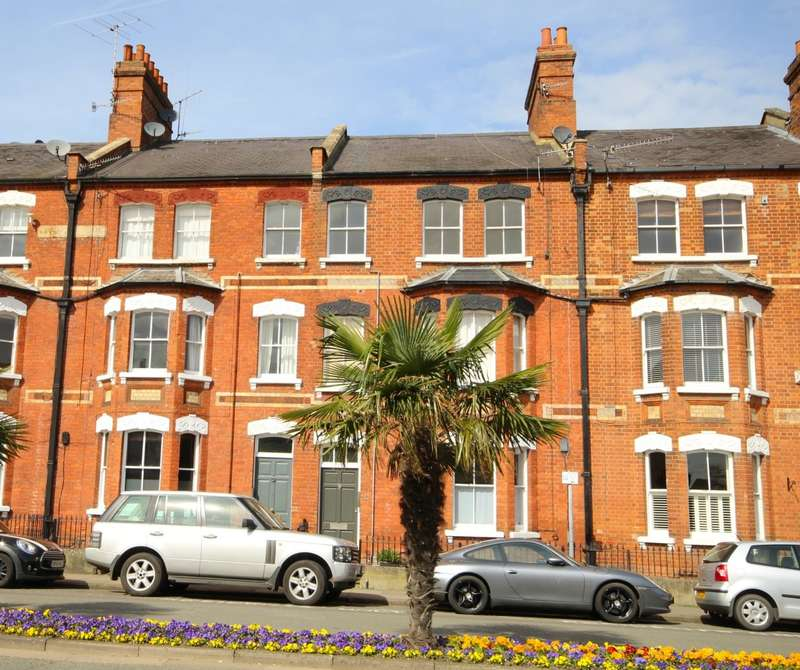 2 Bedrooms Apartment Flat for sale in Station Road, Henley-On-Thames, RG9