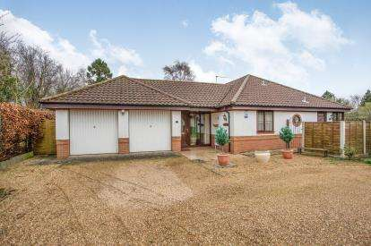 4 Bedrooms Bungalow for sale in Two Saints Close, Hoveton, Norwich