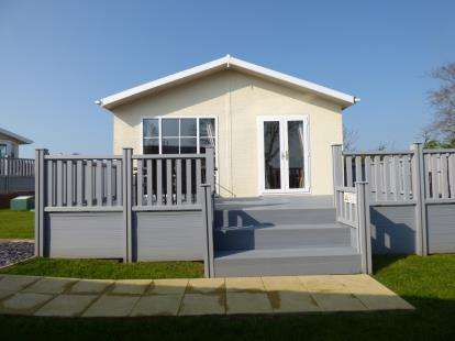 2 Bedrooms Bungalow for sale in Bryn Mechell Caravan Park, Llanfechll, Anglesey, LL68