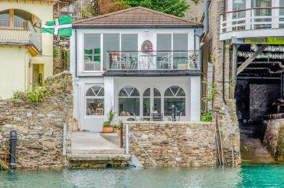 4 Bedrooms Detached House for sale in South Town, Dartmouth, Devon