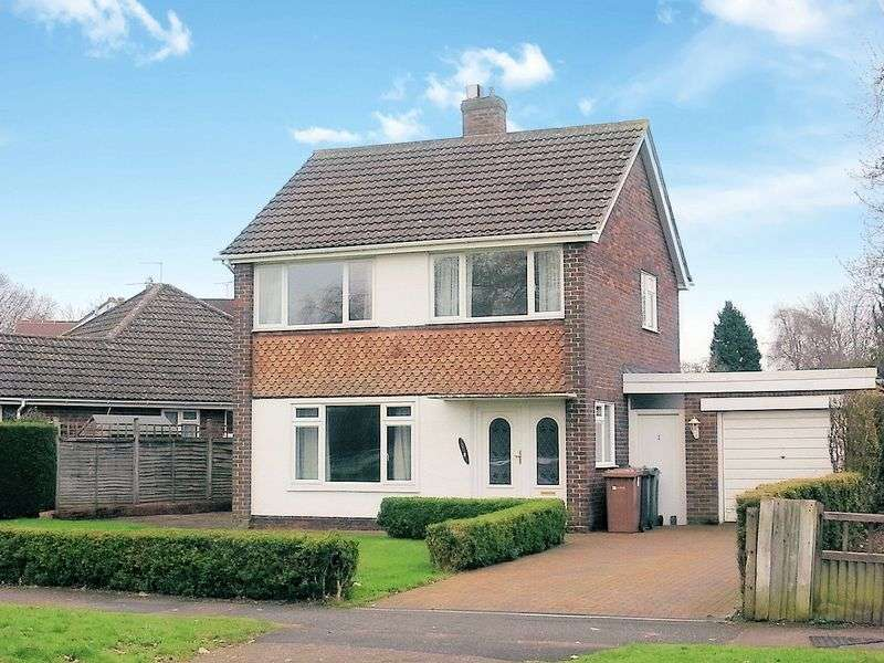 3 Bedrooms Detached House for sale in Fairlands Avenue, Guildford