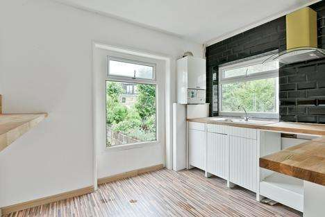 2 Bedrooms Flat for sale in Seymour Road, London N8