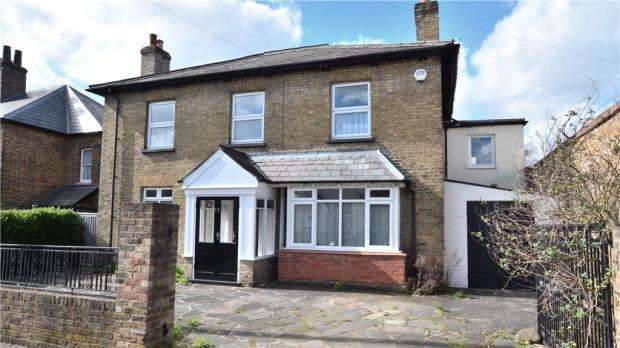 4 Bedrooms Detached House for sale in Montague Road, Uxbridge