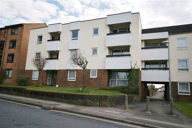 2 Bedrooms Ground Flat for sale in Stuart Court, Regal Close, Portsmouth, Hampshire, PO6 2EQ
