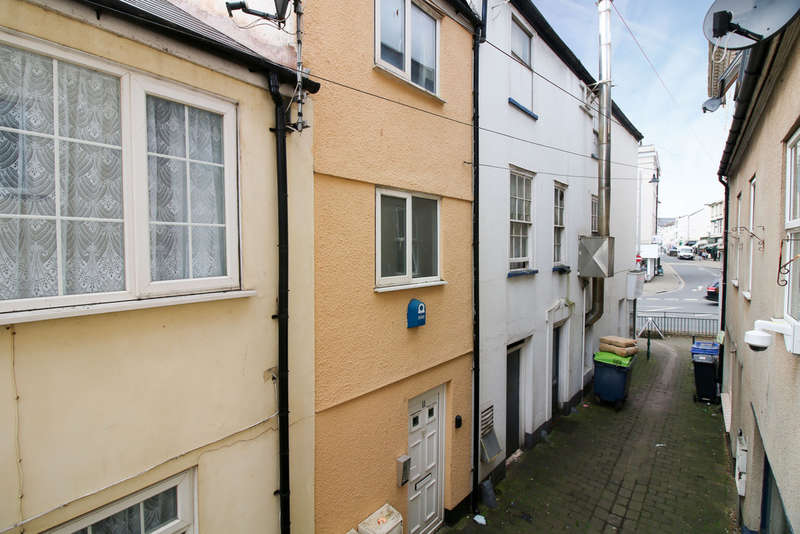 2 Bedrooms Flat for sale in Beach Street, Dawlish