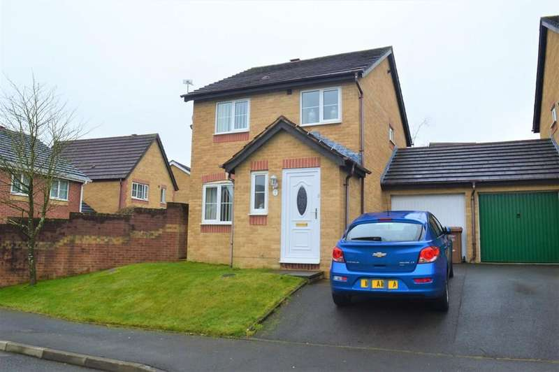 3 Bedrooms Detached House for sale in Llwyn Coed, Highfields, Blackwood