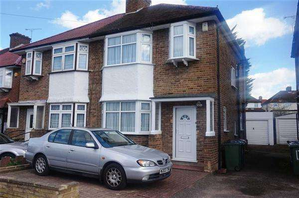 3 Bedrooms Semi Detached House for sale in Methuen Road, Edgware