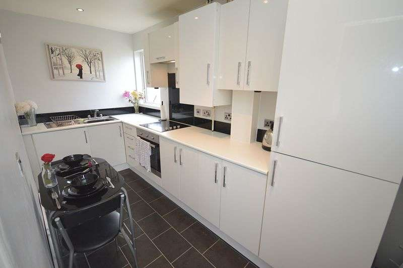 2 Bedrooms Semi Detached Bungalow for sale in Columbine Close, Widnes