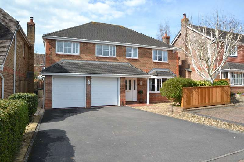 5 Bedrooms Detached House for sale in Bishopdown
