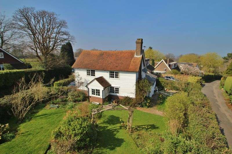 4 Bedrooms Detached House for sale in Turners Green Road, Wadhurst