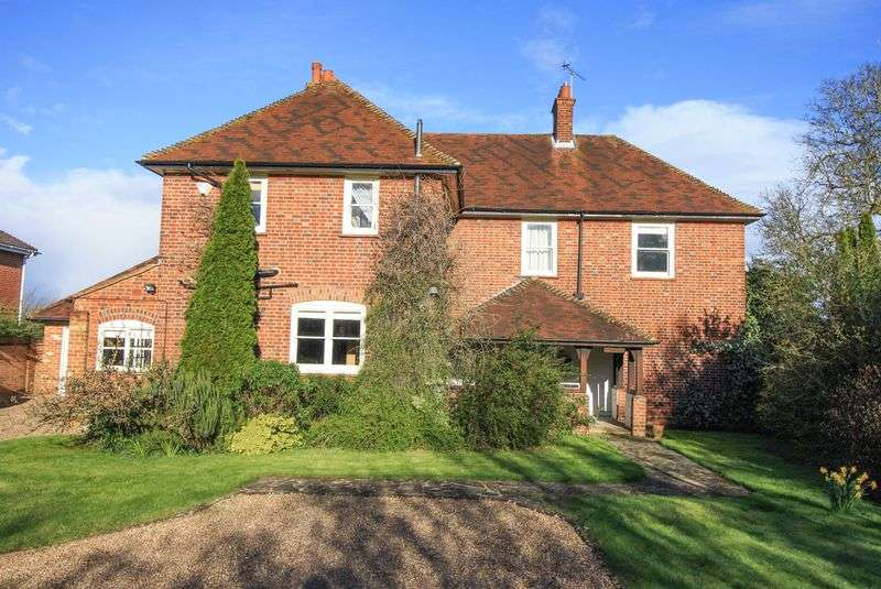 4 Bedrooms Detached House for sale in Cookham Borders, Maidenhead