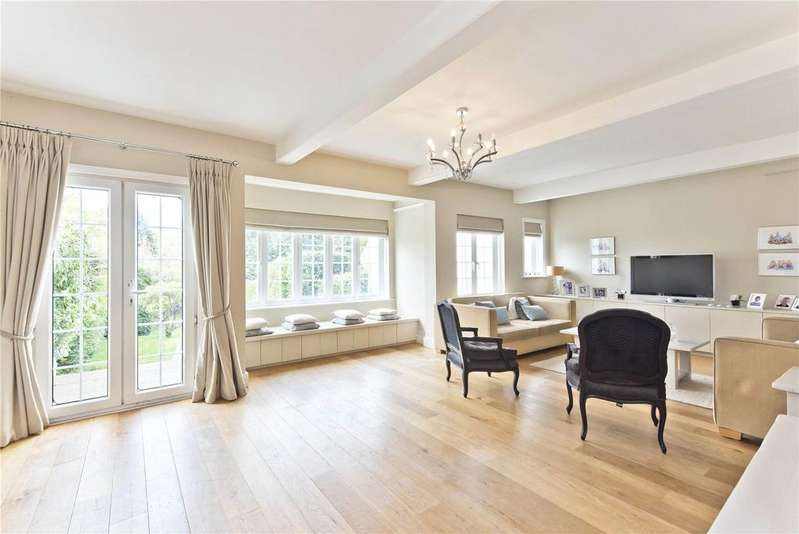 5 Bedrooms Terraced House for sale in Oxshott Road, Leatherhead, Surrey, KT22