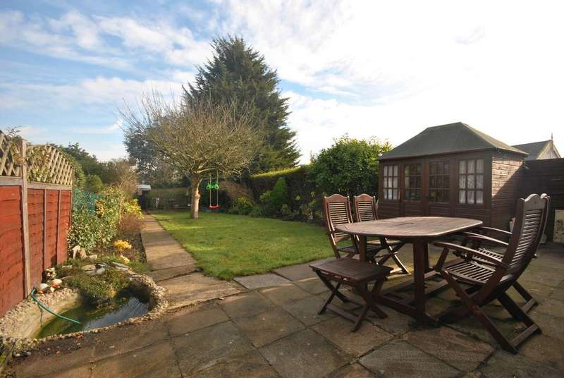 3 Bedrooms Semi Detached House for sale in Burnt Ash Hill London SE12