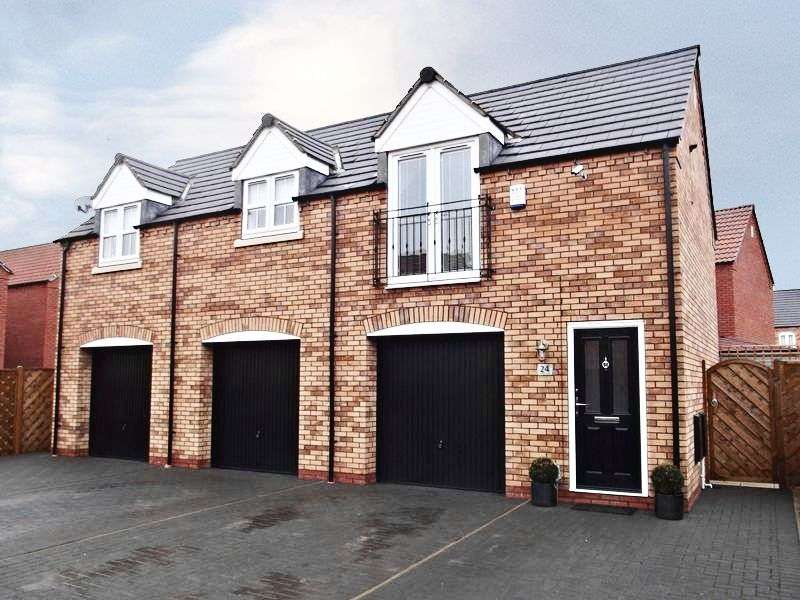2 Bedrooms Detached House for sale in Farrier Close, Kingswood