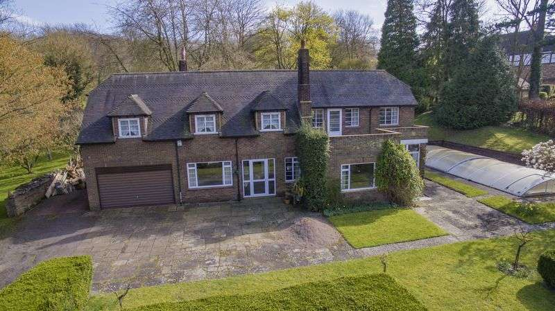 4 Bedrooms Detached House for sale in Private Road, Barton-le-Clay