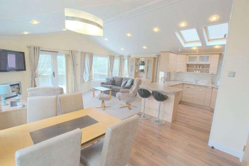 2 Bedrooms Detached Bungalow for sale in Beaulieu Avenue, Christchurch