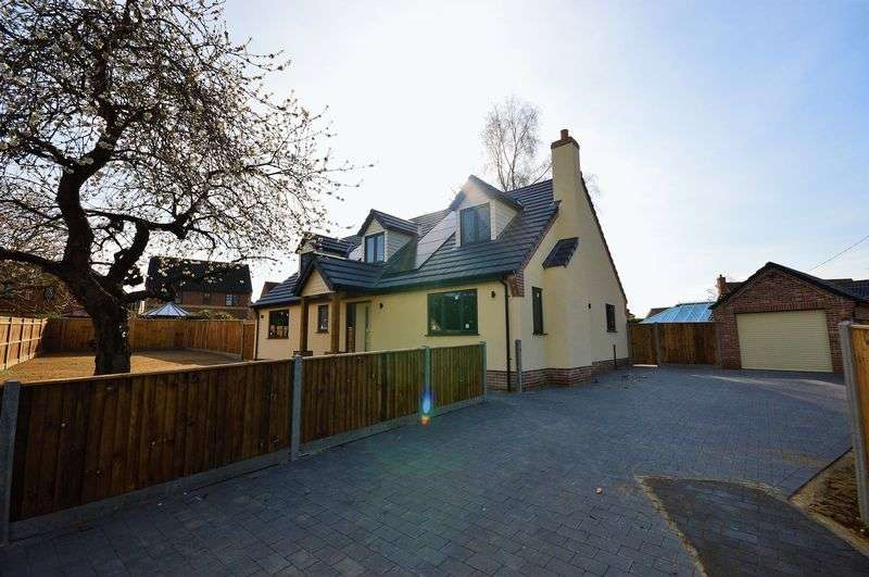 4 Bedrooms Property for sale in Fakenham Road, Taverham