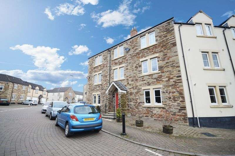 2 Bedrooms Flat for sale in Buzzard Road, Tavistock