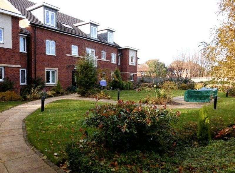 1 Bedroom Flat for sale in Browning Court: *FRENCH DOORS TO FRENCH BALCONY WITH VIEWS OF THE COMMUNAL GARDENS**