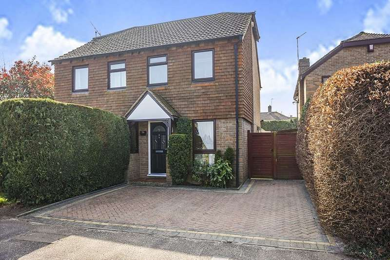 2 Bedrooms Semi Detached House for sale in Mayfair Avenue, Maidstone, ME15