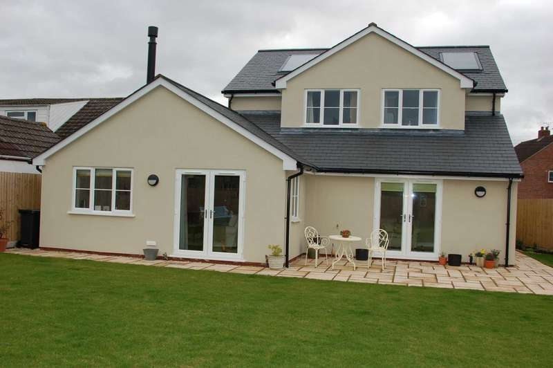 4 Bedrooms Detached House for sale in 9 GREENWAY