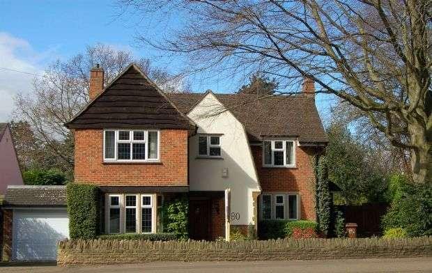 3 Bedrooms Detached House for sale in Abington Park Crescent, Abington, Northampton NN3 3AL