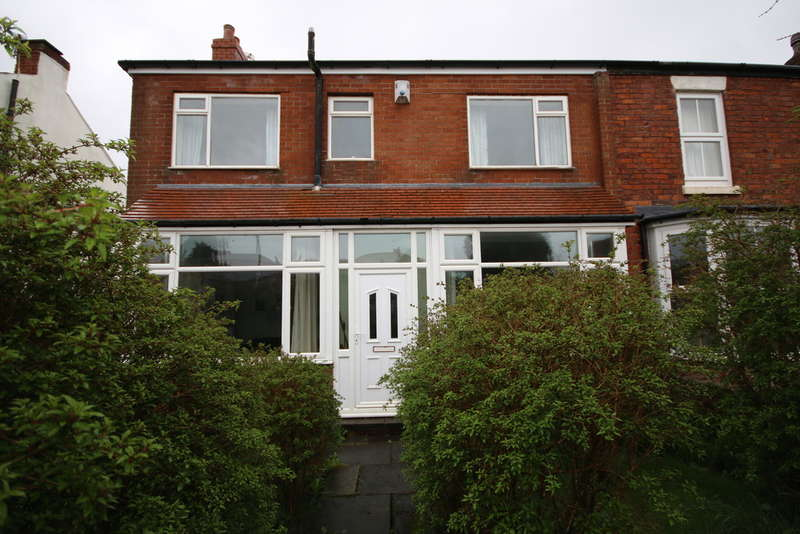 3 Bedrooms Semi Detached House for sale in The Walk, Birkdale, Southport