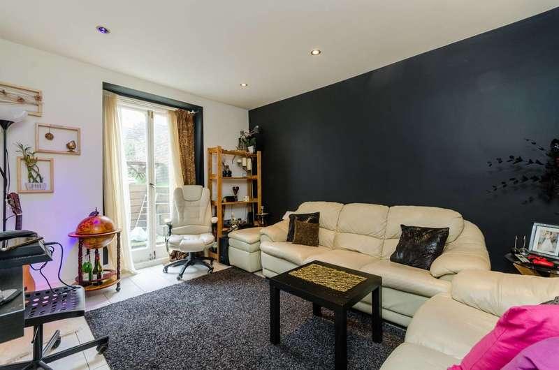 1 Bedroom Flat for sale in Dawes Road, Fulham, SW6