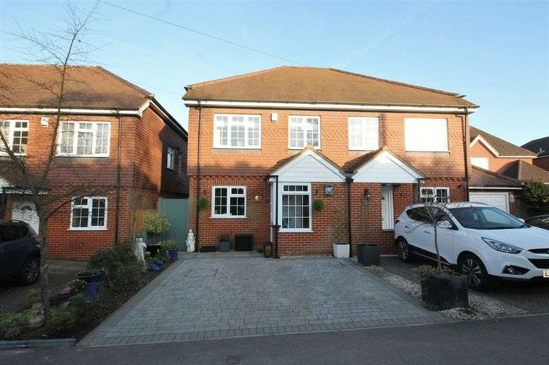 4 Bedrooms Semi Detached House for sale in Lower Kingswood